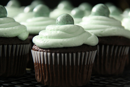 dark-chocolate-cupcakes-with-mint-cream-cheese-frosting