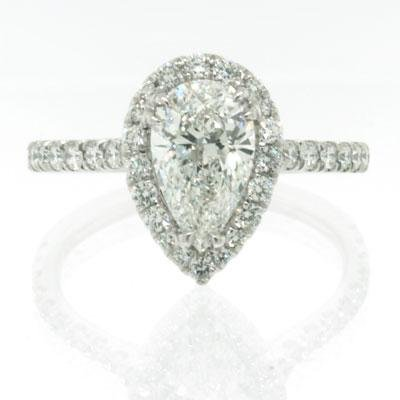 pear-shaped-diamond-engagement-rings